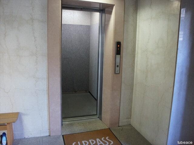 エレベーター9人乗り・1基