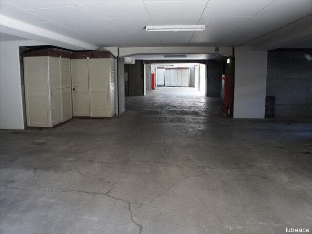 地下駐車場・物置