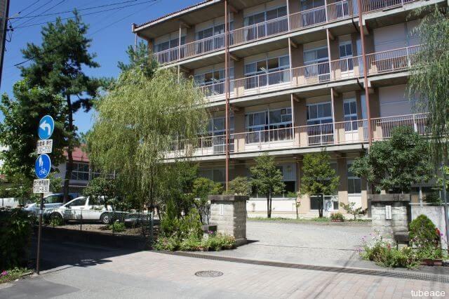 柳町中学校 約500m(徒歩7分)