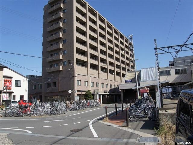 外観・長野電鉄線信濃吉田駅、北口ロータリー