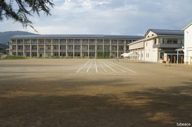 城東小学校 約320m(徒歩4分)