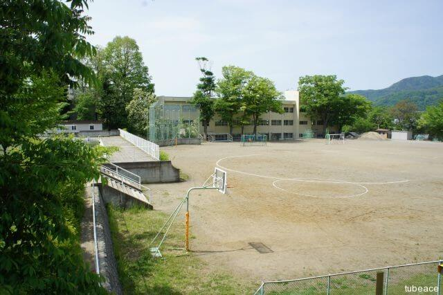 城山小学校 約600m(徒歩8分)