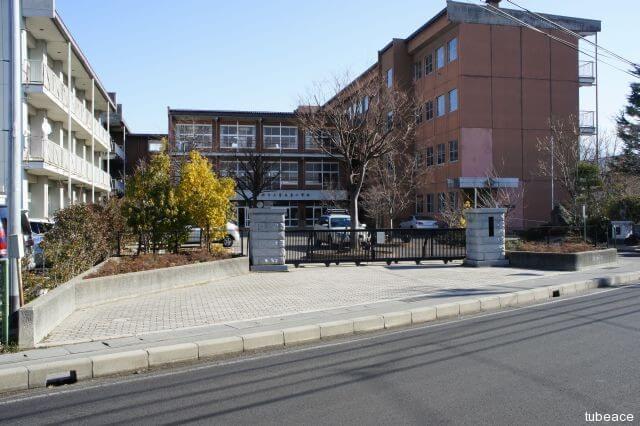 青木島小学校 約750m(徒歩10分)