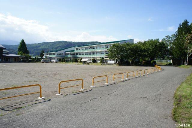 牟礼小学校 約1,700m(徒歩22分)