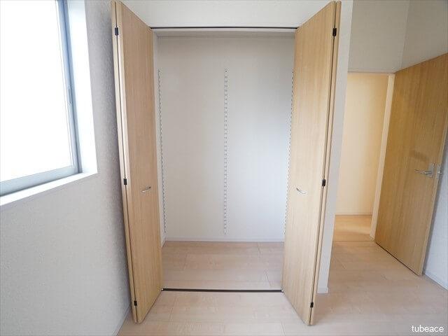 2階 洋室6帖のクローゼット