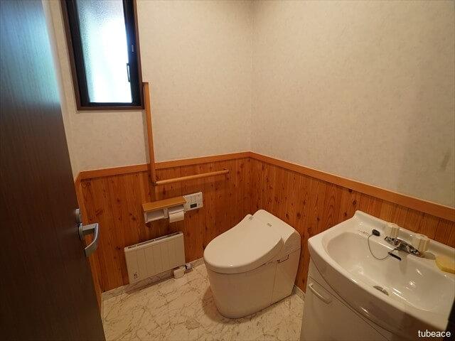 1階 タンクレストイレ 手洗い付