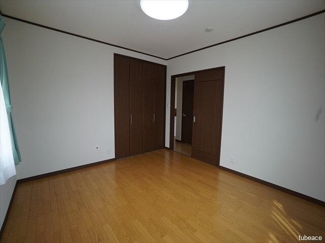 2階 東側洋室8帖