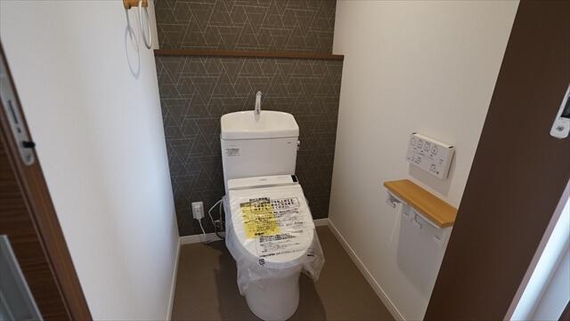 トイレ 洗浄機能付暖房便座