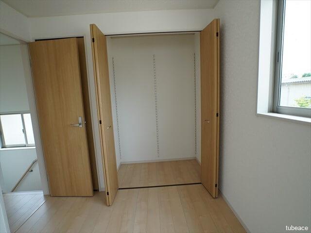 2階 洋室約6帖 クローゼット