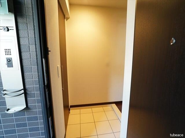 玄関 人の気配で自動点灯する人感センサー付玄関照明