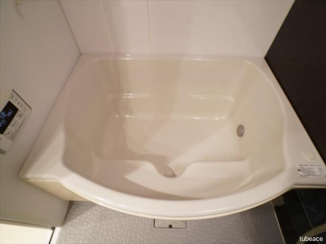 半身浴できるベンチの付いたワイド浴槽