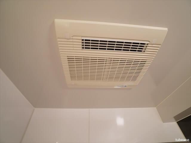 雨の日にも洗濯物が乾かせる浴室暖房換気乾燥機。冬場の寒い時期は、入浴前に浴室を暖めておくことも出来ます。