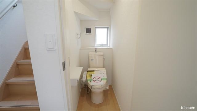 1階 トイレ 洗浄機能付暖房便座