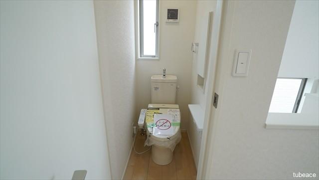 2階 トイレ 洗浄機能付暖房便座