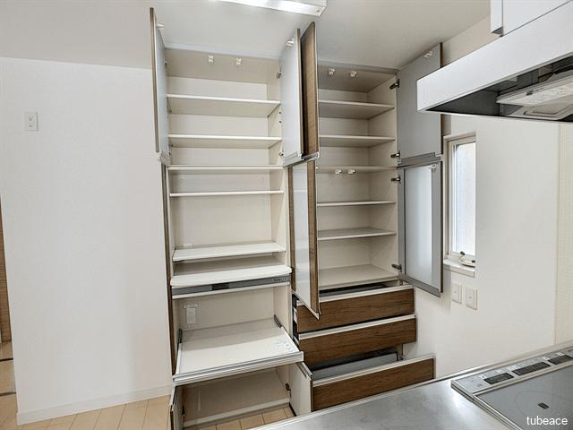 備え付のキッチン収納