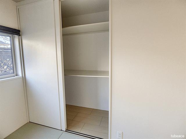和室の収納は壁面を有効に使える押入スタイルです。