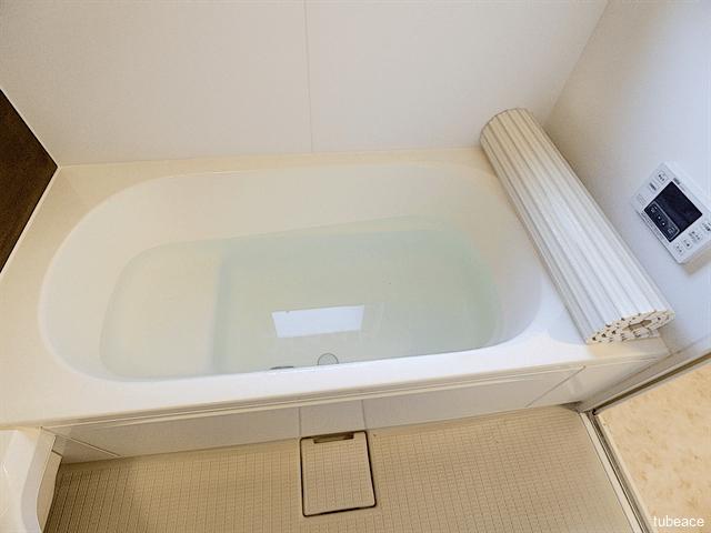 足を伸ばしてゆったり寛げる浴槽です。お子様と一緒に楽しく過ごせます。