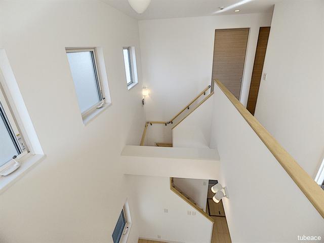 開放感のある吹抜け。吹抜けがあることでデザイン性の高い家になりますね。