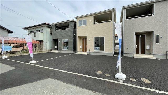 外観 駐車スペースは車種にもよりますがお車2台駐車可能です。