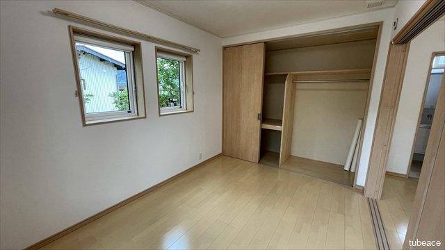 1階6帖の洋室です。広々とした収納付きです。