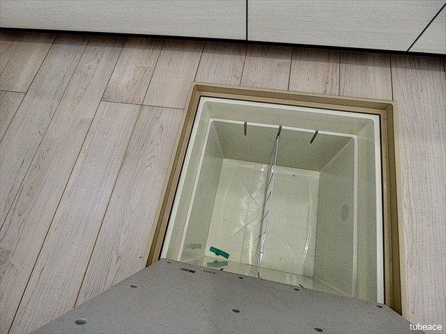 床下収納は、食品や日用品の収納にも便利です。