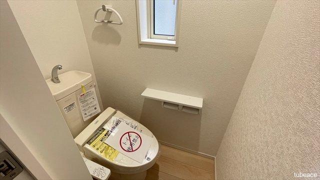 1階・2階にございますトイレは、2つとも洗浄便座を標準装備。