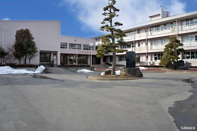 八幡小学校 約2,000m(徒歩25分)