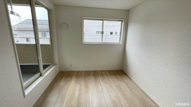約5.5帖の洋室です。寝室としても子供部屋としても十分な広さです。