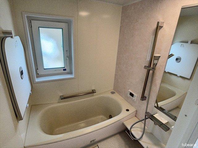 バスルームは追い焚き機能付きで、帰宅時間のバラバラなご家族もいつでも暖かいお風呂に入る事が出来ます。