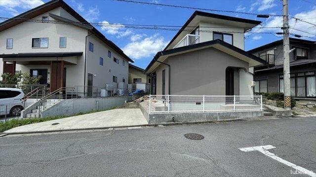 外観  長野線「信濃吉田」駅より徒歩圏内にございます。