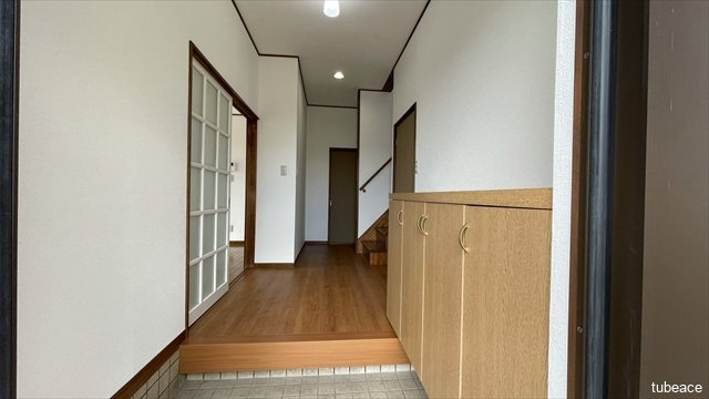 玄関・廊下  シューズボックス付きにつき、玄関周りもスッキリ片付きそうですね。