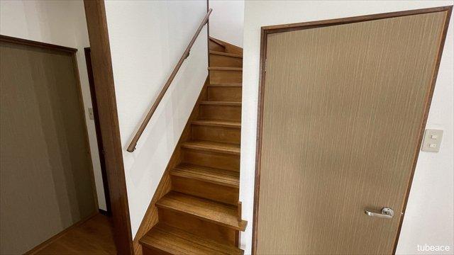 階段 内装リフォーム済みにつき、きれいな室内で新生活を始められます。