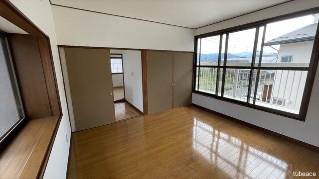 2階 洋室8帖 2面採光で明るく風通しのよい、約8帖の洋室です。