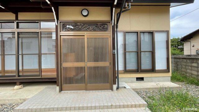 訪れるお客様をお迎えする和風のおしゃれな玄関。
