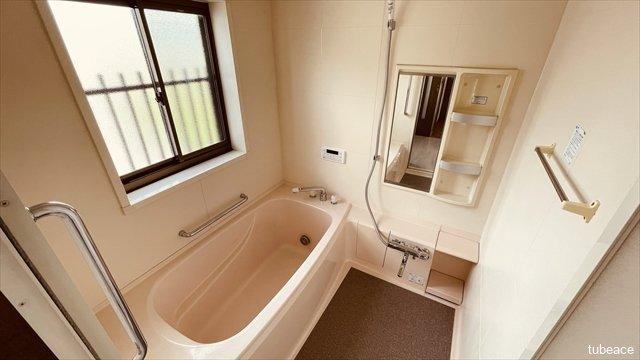 追い焚き機能付きのためいつでも温かいお風呂に浸かれます。