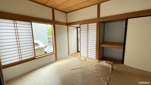 約6帖の和室です。縁側もあり明るい日差しが入ります。