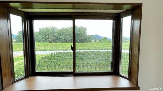 2階の居室には出窓があり、お部屋もより広く感じられます。